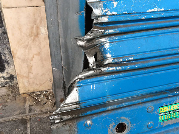 reparación de cierre metálico en aluche